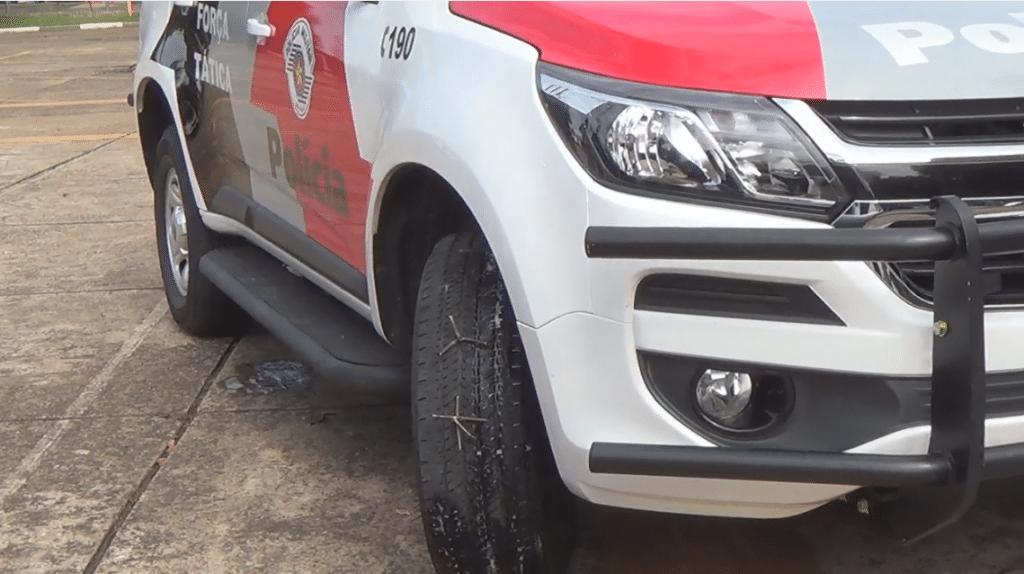Selante de pneu para viaturas policiais